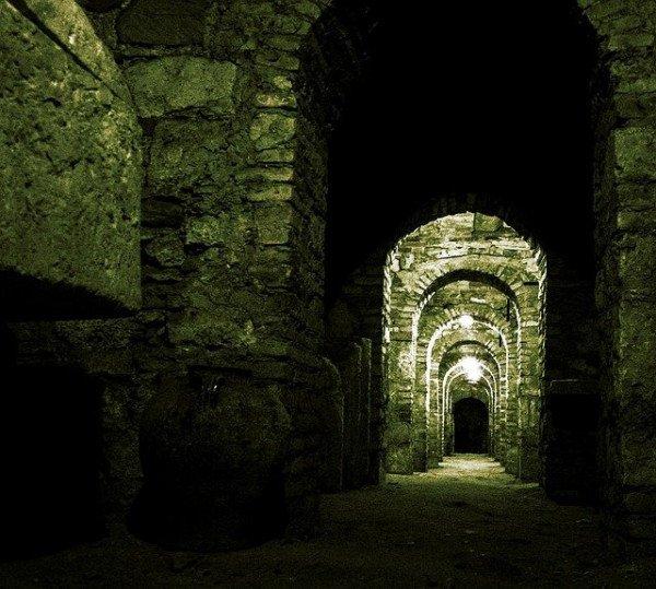 crypt-229934_640